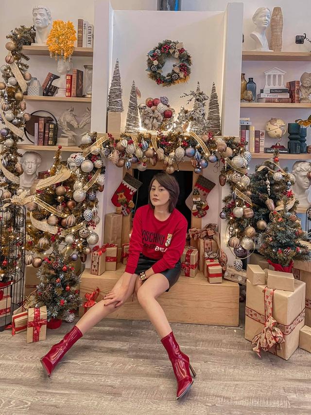 Lã Thanh Huyền mời bạn đến biệt thự, gia đình Hồng Đăng chụp với cây thông khổng lồ dịp Giáng sinh - Ảnh 25.