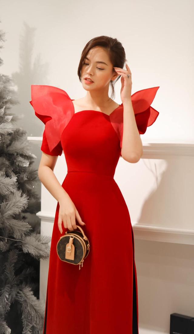 Lã Thanh Huyền mời bạn đến biệt thự, gia đình Hồng Đăng chụp với cây thông khổng lồ dịp Giáng sinh - Ảnh 13.