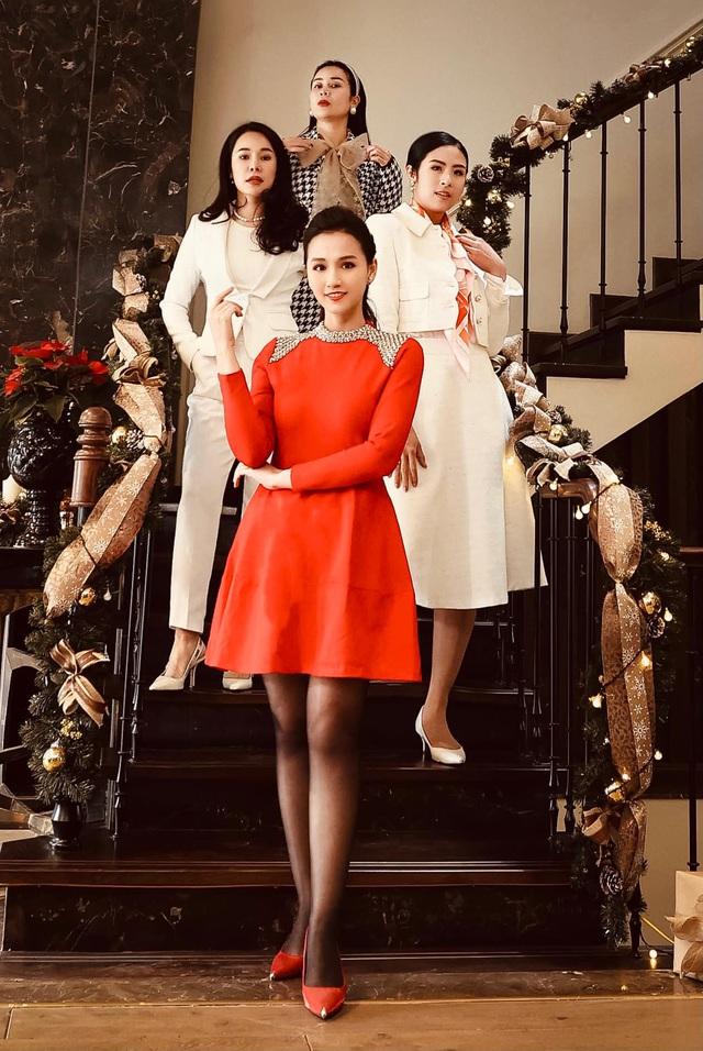 Lã Thanh Huyền mời bạn đến biệt thự, gia đình Hồng Đăng chụp với cây thông khổng lồ dịp Giáng sinh - Ảnh 11.