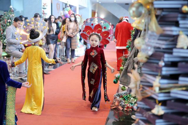 VTV Christmas go Green - Lung linh sắc màu Giáng sinh tại Đài Truyền hình Việt Nam - Ảnh 12.