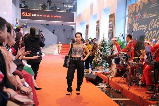 VTV Christmas go Green - Lung linh sắc màu Giáng sinh tại Đài Truyền hình Việt Nam - Ảnh 16.