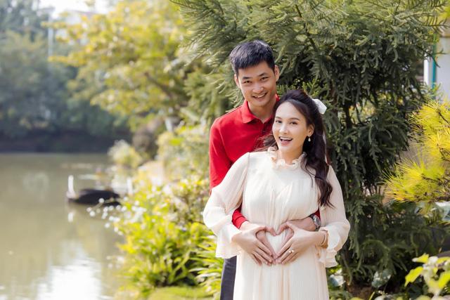 Chuộng mốt này, bà bầu Bảo Thanh và mẹ bỉm sữa Nhã Phương xinh đẹp bội phần - Ảnh 4.