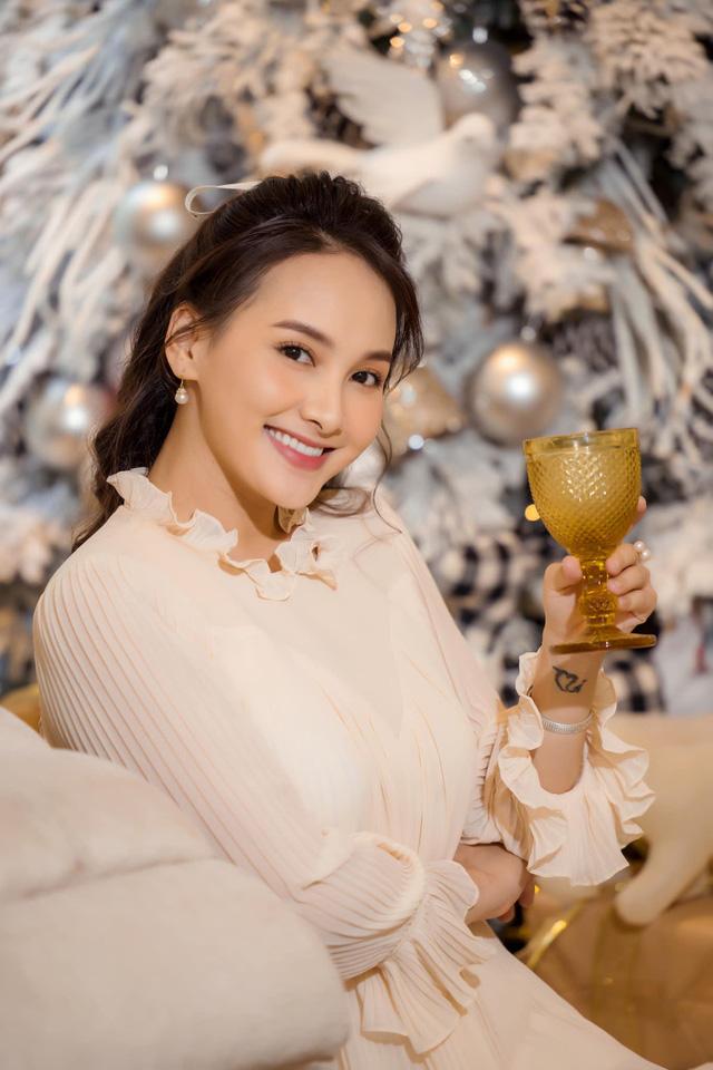 Chuộng mốt này, bà bầu Bảo Thanh và mẹ bỉm sữa Nhã Phương xinh đẹp bội phần - Ảnh 6.