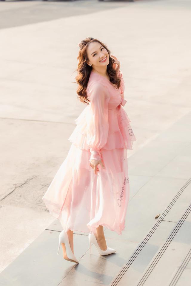Chuộng mốt này, bà bầu Bảo Thanh và mẹ bỉm sữa Nhã Phương xinh đẹp bội phần - Ảnh 9.
