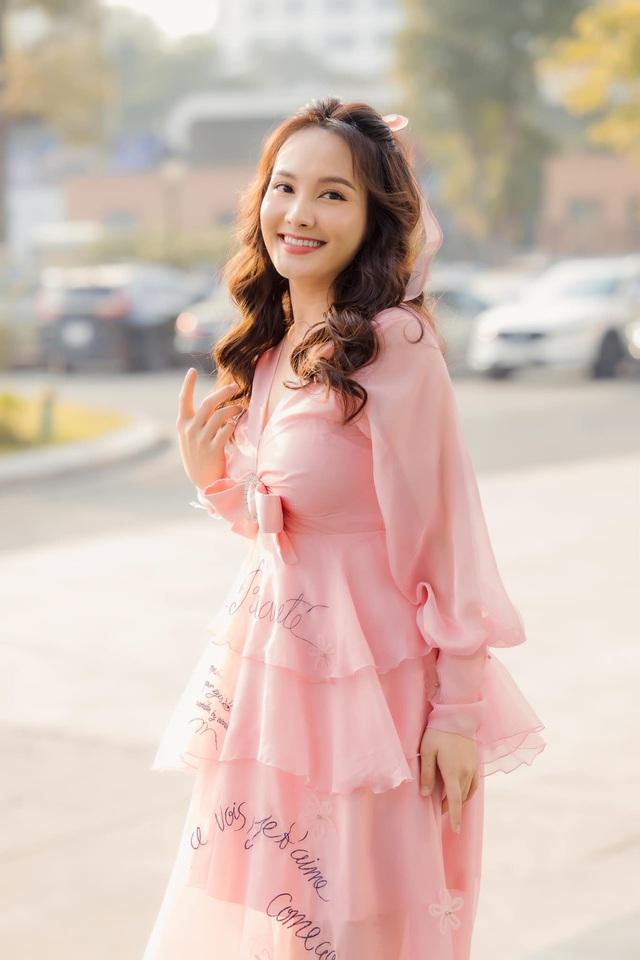 Chuộng mốt này, bà bầu Bảo Thanh và mẹ bỉm sữa Nhã Phương xinh đẹp bội phần - Ảnh 7.