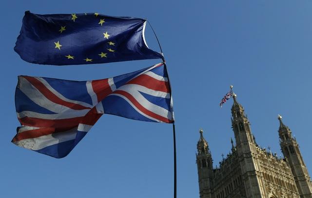 Thỏa thuận thương mại hậu Brexit: Anh và EU đều tuyên bố giành lợi thế - Ảnh 1.
