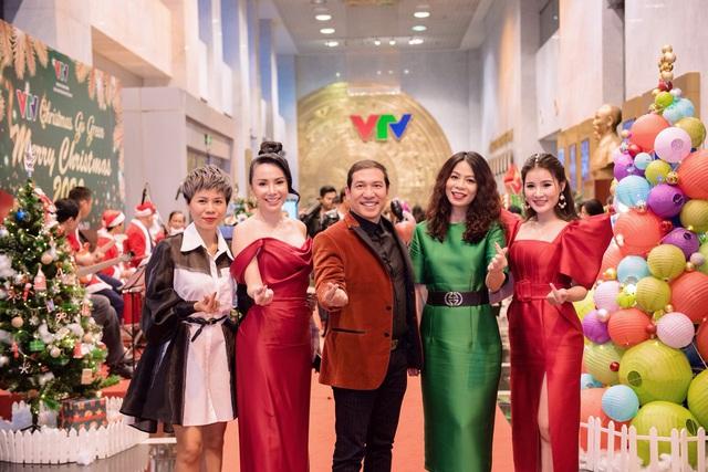 VTV Christmas go Green - Lung linh sắc màu Giáng sinh tại Đài Truyền hình Việt Nam - Ảnh 1.