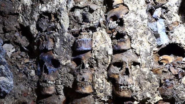 Bí mật rợn người ở tháp đầu lâu Aztec tại Mexico - ảnh 1