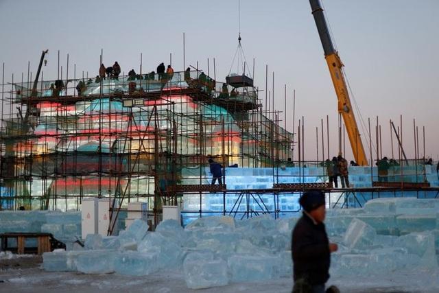 Độc đáo, khai thác hàng nghìn khối băng để xây lâu đài và chùa ở Trung Quốc - ảnh 4