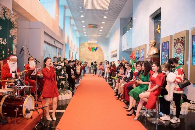 VTV Christmas go Green - Lung linh sắc màu Giáng sinh tại Đài Truyền hình Việt Nam - Ảnh 4.