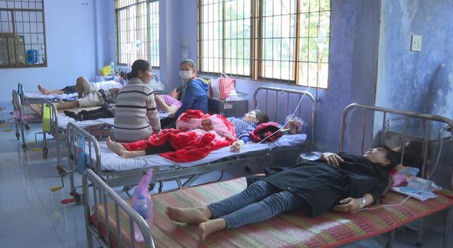 60 công nhân ở Trà Vinh nhập viện sau bữa trưa - Ảnh 2.