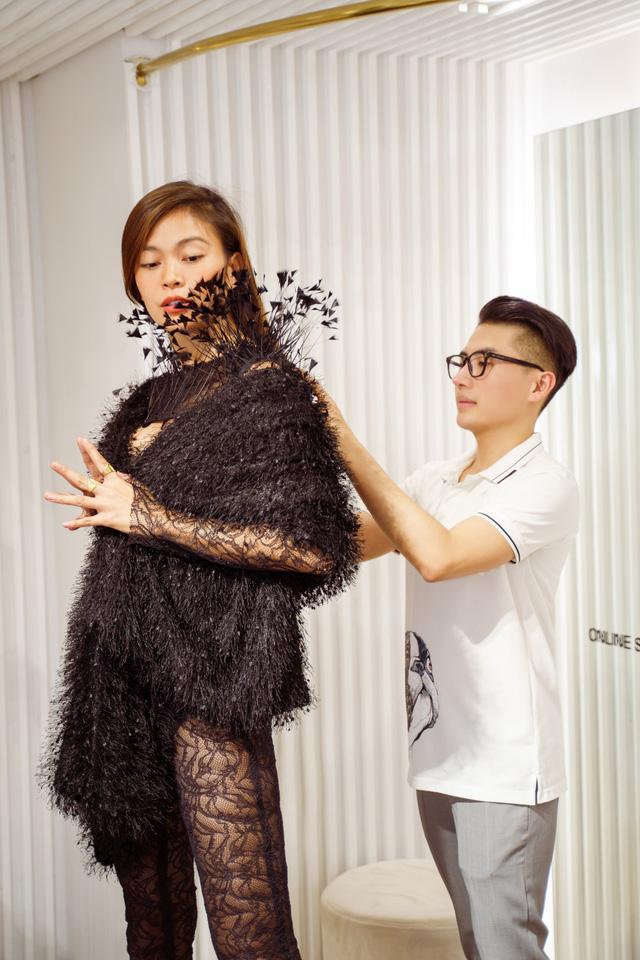 Mâu Thủy, Võ Hoàng Yến khoe trang phục cá tính trước show thời trang - Ảnh 9.