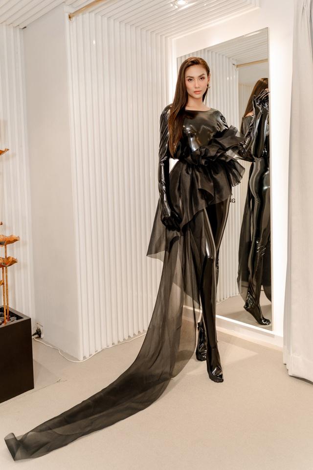 Mâu Thủy, Võ Hoàng Yến khoe trang phục cá tính trước show thời trang - Ảnh 3.