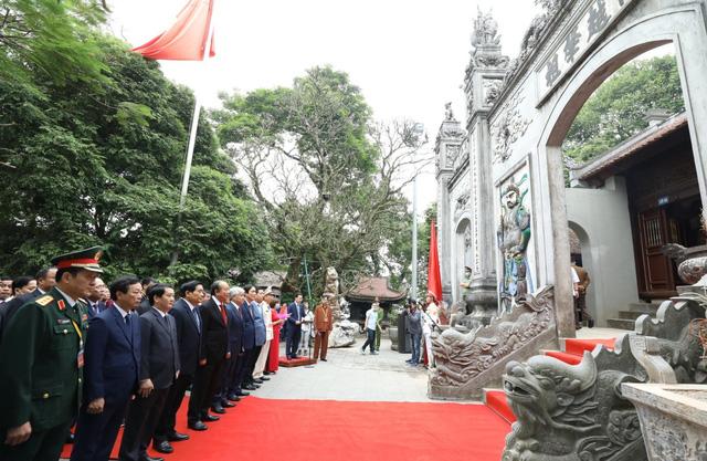 Đoàn đại biểu dự Đại hội toàn quốc các dân tộc thiểu số dâng hương tưởng niệm các Vua Hùng - Ảnh 1.