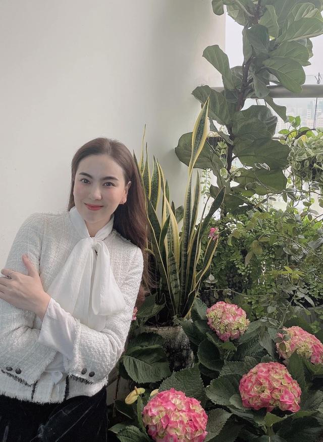Mai Ngọc chìm trong quà hàng hiệu nhân dịp sinh nhật tuổi 30 - Ảnh 2.