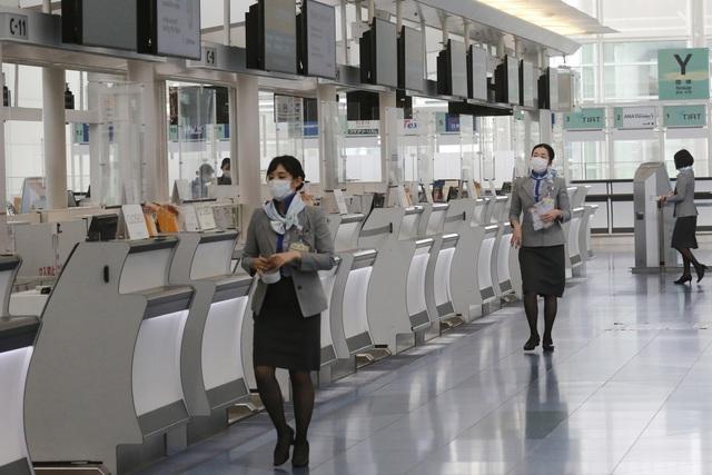 Thủ đô Tokyo của Nhật Bản ghi nhận kỷ lục hơn 1.300 ca mắc COVID-19 mới trong ngày - Ảnh 1.