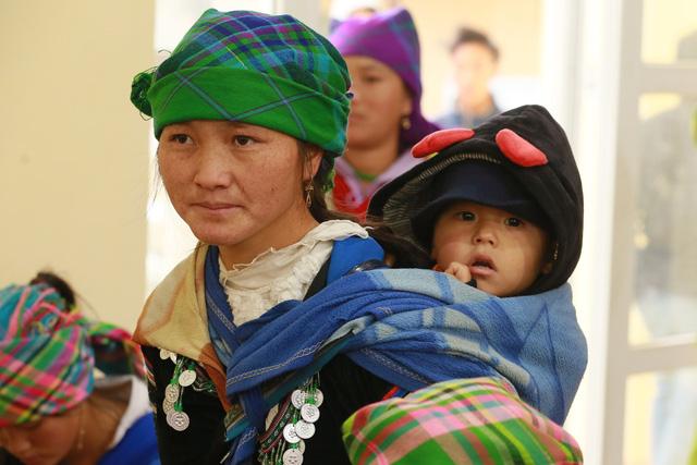 Hỗ trợ phụ nữ dân tộc thiểu số bị ảnh hưởng bởi dịch COVID-19 tại Lào Cai - Ảnh 1.
