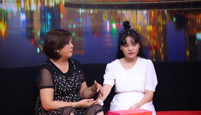 Cô bé 13 tuổi thổ lộ cô đơn và trầm cảm ngay trong chính ngôi nhà vì ba mẹ quá bận kiếm tiền - Ảnh 1.