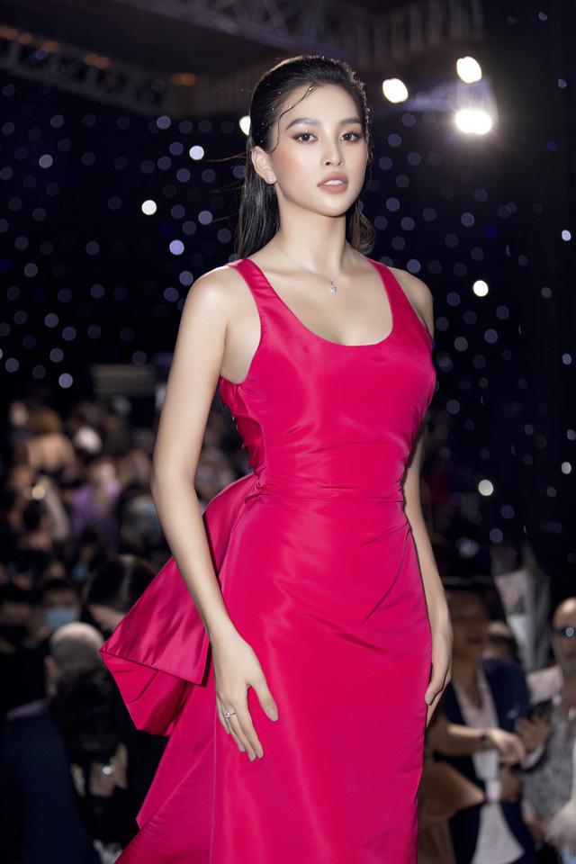 Hai Á hậu Việt Nam 2020 đọ sắc sau đăng quang - Ảnh 7.