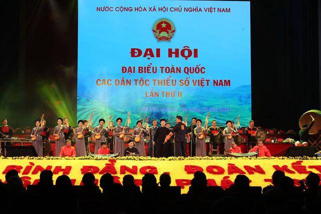 Thủ tướng Nguyễn Xuân Phúc: Cơ đồ đất nước mãi thuộc về cộng đồng các dân tộc Việt Nam - Ảnh 4.