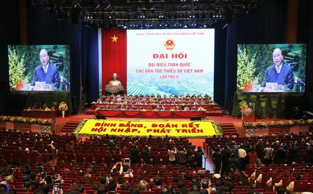 Thủ tướng Nguyễn Xuân Phúc: Cơ đồ đất nước mãi thuộc về cộng đồng các dân tộc Việt Nam - Ảnh 1.
