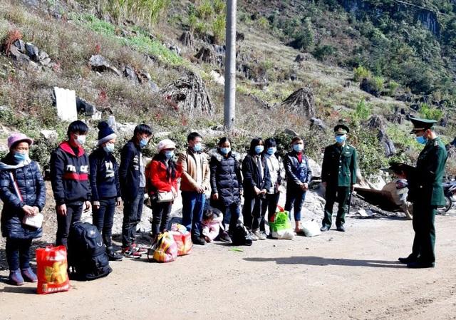 Bắt giữ 117 người nhập cảnh trái phép bằng đường mòn vào Việt Nam - Ảnh 1.