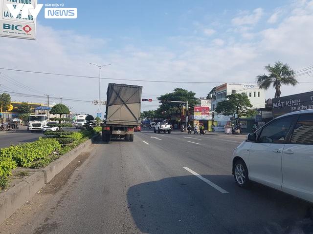 Bà Rịa - Vũng Tàu: Ô tô mất lái tông hàng loạt xe máy sập quán cà phê ven đường quốc lộ 51 - Ảnh 7.
