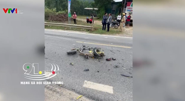 Bẻ lái cứu sống nam sinh, xe đầu kéo đè tử vong người dân bên đường - Ảnh 1.