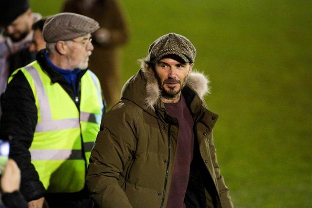 David Beckham bất ngờ xuất hiện ở sân bóng nhỏ tại Anh - Ảnh 5.