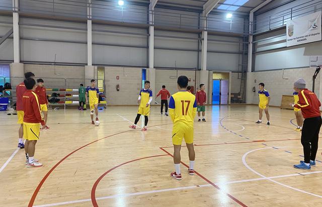 ĐT futsal Việt Nam tích cực chuẩn bị cho trận giao hữu thứ hai tại Tây Ban Nha - Ảnh 9.