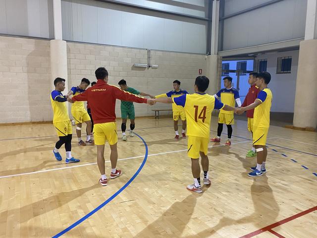 ĐT futsal Việt Nam tích cực chuẩn bị cho trận giao hữu thứ hai tại Tây Ban Nha - Ảnh 6.