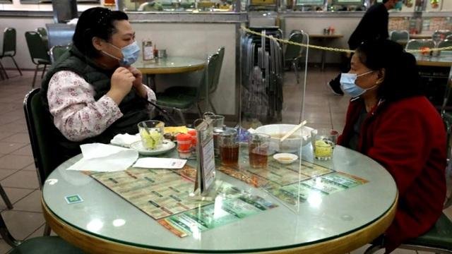 Dịch vụ kinh doanh của Trung Quốc trong mùa Valentine giảm mạnh - Ảnh 2.