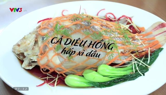 Vua đầu bếp Minh Nhật hướng dẫn làm món cá hồng hấp xì dầu cực ngon - Ảnh 1.