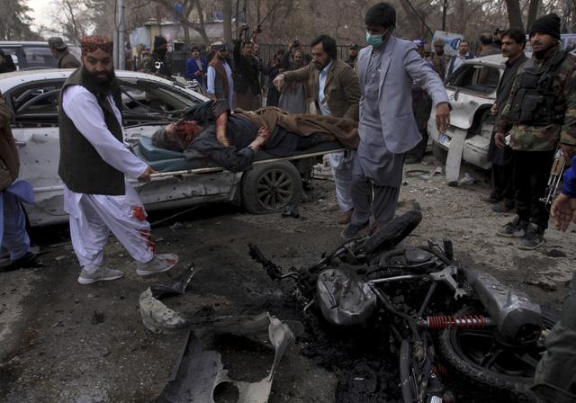 Đánh bom nhằm vào xe cảnh sát tại Pakistan, ít nhất 10 người thiệt mạng - Ảnh 3.