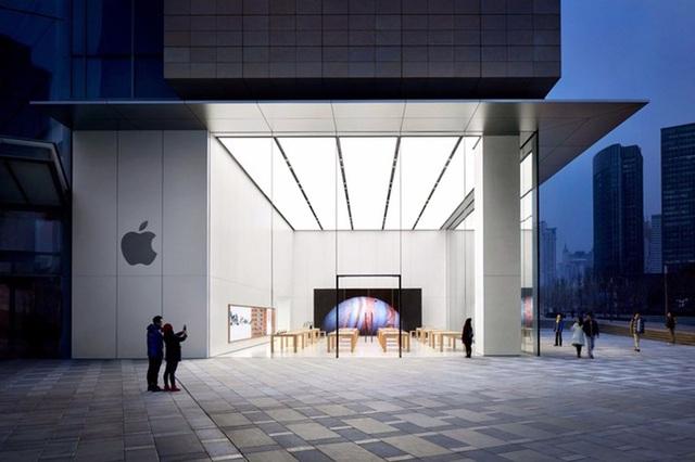 Apple rón rén mở cửa trở lại Apple Store tại Trung Quốc - Ảnh 1.