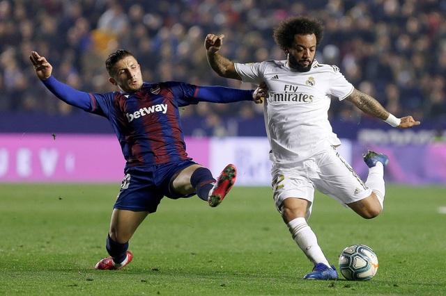 Levante 1-0 Real Madrid: Thất bại bất ngờ, mất ngôi đầu bảng - Ảnh 1.