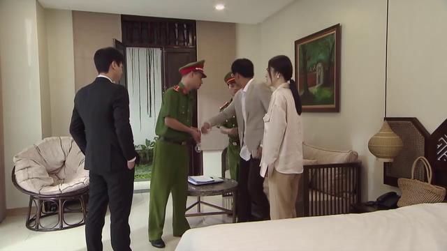 Tiệm ăn dì ghẻ - Tập 27: Tìm Phillip trả thù cho vợ, Minh bị công an bắt - ảnh 4
