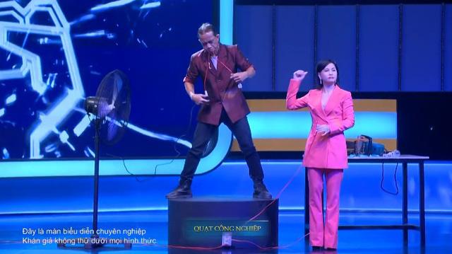 Kèo này ai thắng tập 5: Hari Won hò hét khi xem chàng trai dùng yết hầu nâng người nặng 81kg quay chóng mặt - Ảnh 3.