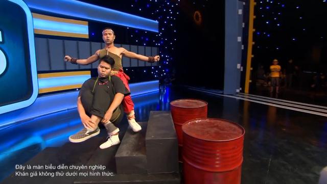 Kèo này ai thắng tập 5: Hari Won hò hét khi xem chàng trai dùng yết hầu nâng người nặng 81kg quay chóng mặt - Ảnh 2.