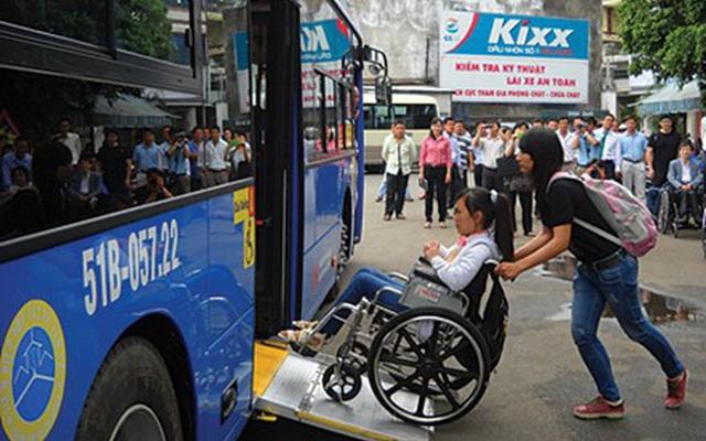Hà Nội sẽ cấp thẻ xe bus miễn phí cho người khuyết tật - Ảnh 1.