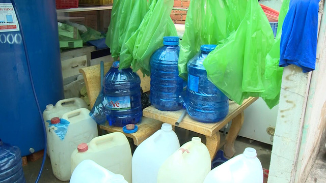 Hàng nghìn hộ dân vùng thấp ở Long An thiếu nước sinh hoạt - Ảnh 1.