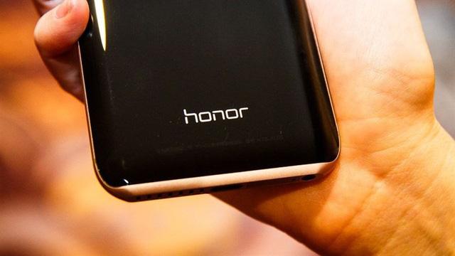 Huawei chính thức xác nhận bán con đẻ Honor - Ảnh 1.
