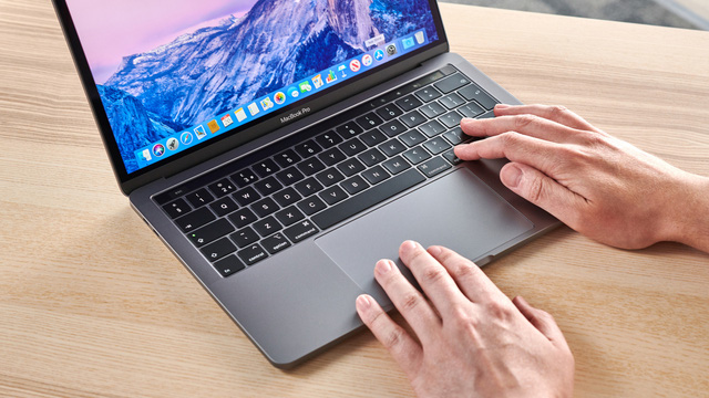 Apple bán MacBook Pro 16 inch tân trang với giá hời - Ảnh 1.