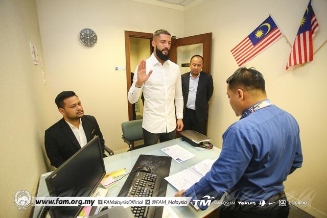 Sau Sumareh, Malaysia tức tốc nhập tịch sao ngoại đấu ĐT Việt Nam - Ảnh 2.