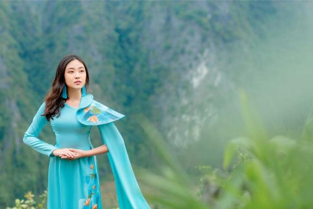 Đại sứ áo dài Việt Nam khoe bộ ảnh tuyệt đẹp trên đỉnh Hang Múa - Ảnh 4.