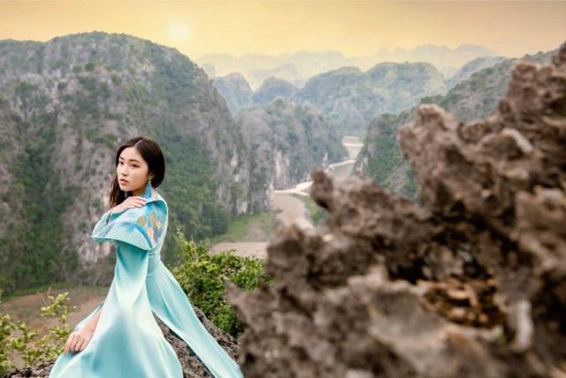 Đại sứ áo dài Việt Nam khoe bộ ảnh tuyệt đẹp trên đỉnh Hang Múa - Ảnh 3.