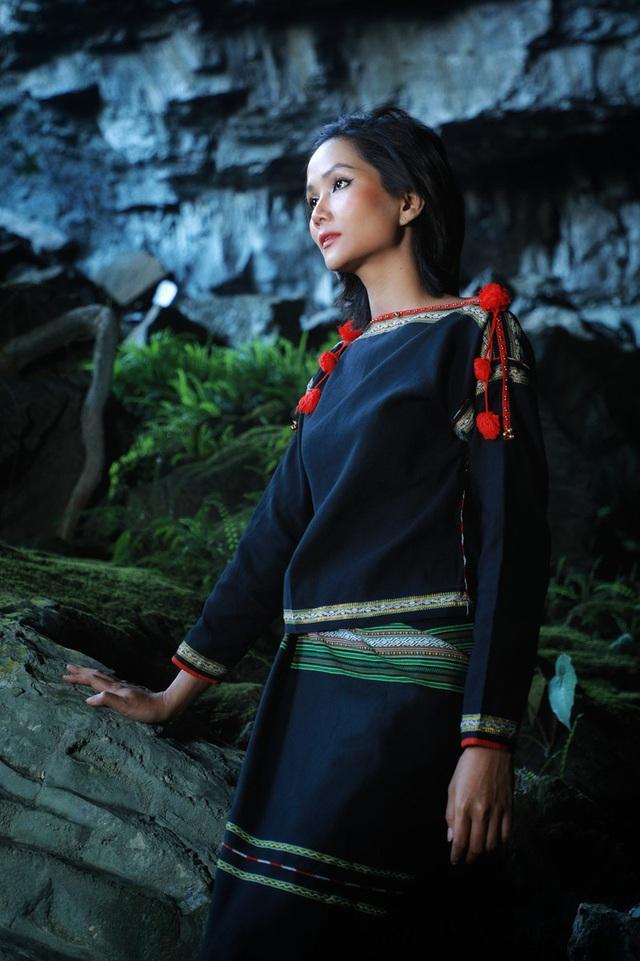 Chiêm ngưỡng bộ ảnh đặc biệt của Hoa hậu HHen Niê tại hang Sơn Đoòng - Ảnh 13.