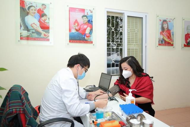 NSƯT Tố Nga đi hiến máu tình nguyện giữa dịch virus Corona - Ảnh 2.