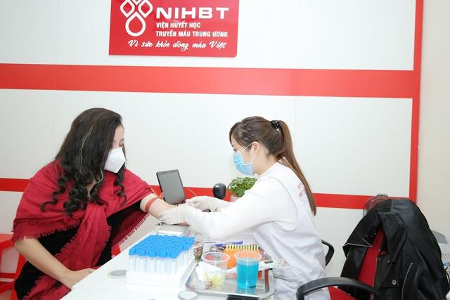 NSƯT Tố Nga đi hiến máu tình nguyện giữa dịch virus Corona - Ảnh 3.