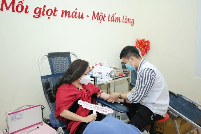 NSƯT Tố Nga đi hiến máu tình nguyện giữa dịch virus Corona - Ảnh 4.